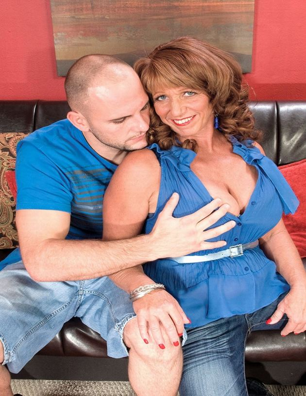 Moreen Helm - Real Divorcee Of Orange County Gets Ass Fucked
