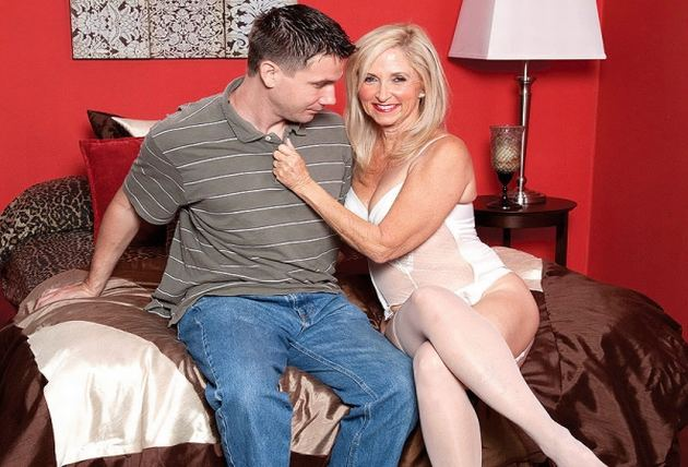 Lori Suarez - A Big Cock For The Big-assed Lady